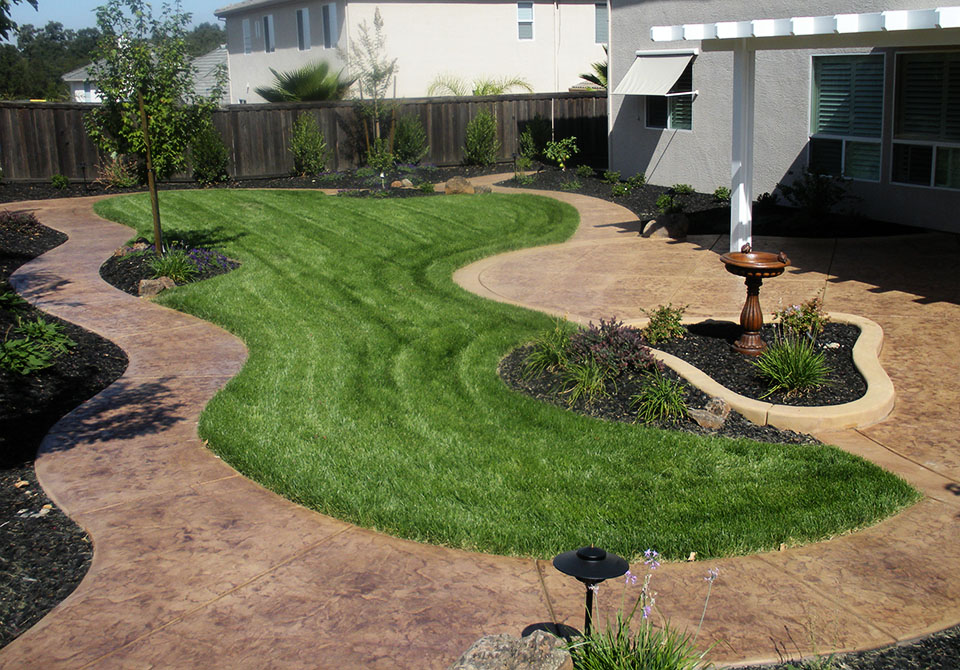 Roland beginner small yard landscaping ideas on hillsides in the highlands - Concrete backyard design ...