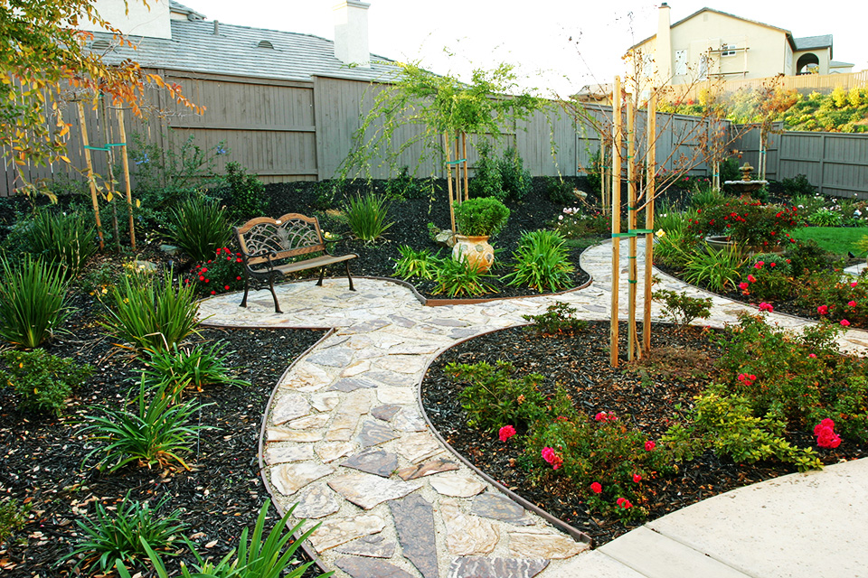 Backyard designs sacramento for Local landscape designers